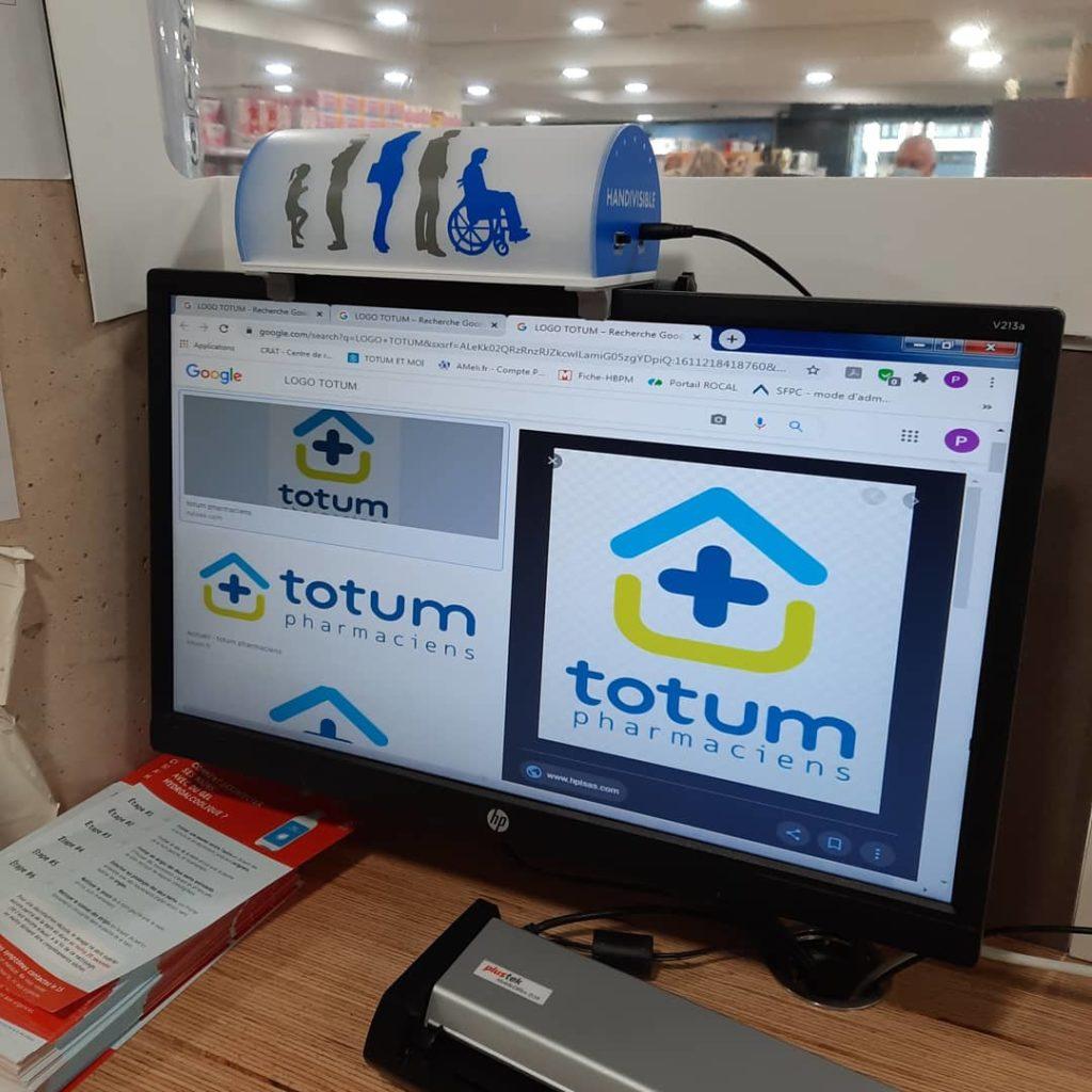 Pharmacie Totum 14 juillet équipé Handivisible